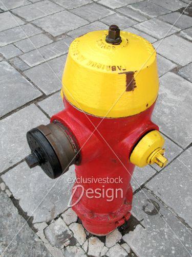 Borne fontaine rouge jaune dales