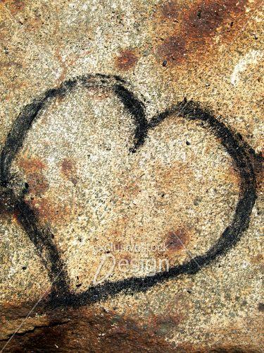 Coeur inscrit sur roche