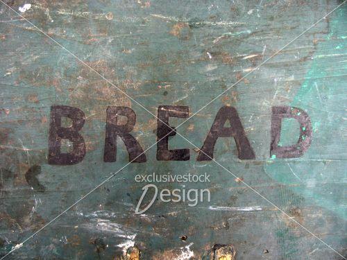 Coffre ain écriture mentionnant bread