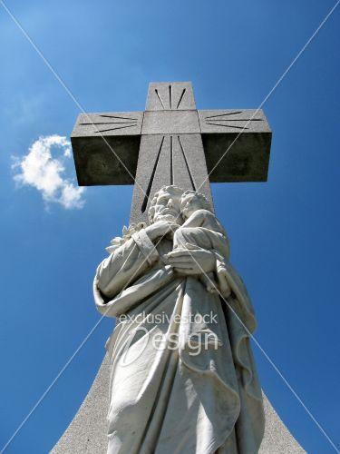 Croix statue isolés ciel bleu