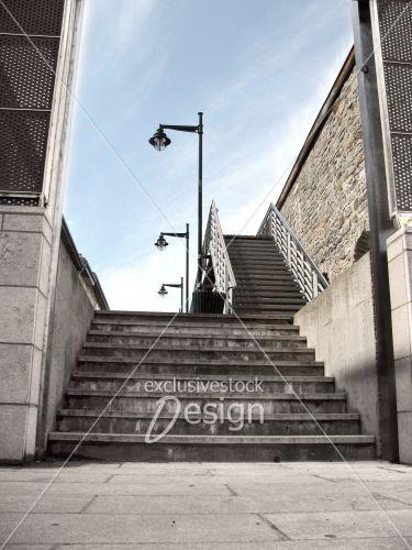 banque d 39 image escaliers ext rieurs avec lampadaires et mur de pierres exclusive stock design. Black Bedroom Furniture Sets. Home Design Ideas