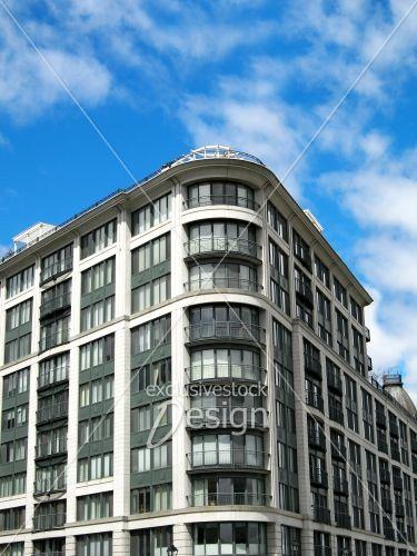 Banque d 39 image immeuble logement grandes fen tres for Grandes fenetres
