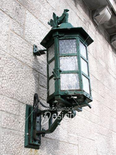 Lampe ville accrochée mur ornements