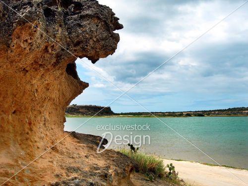 Paysage rocher eau près désert sud