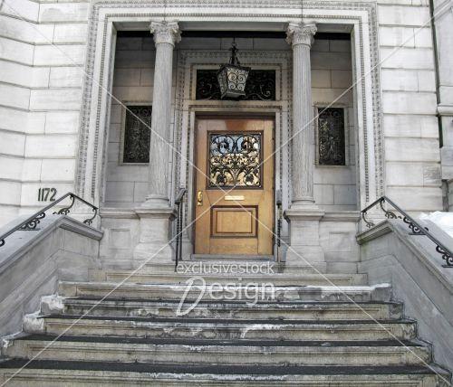 Porte luxueuse ancienne bois ornée métal