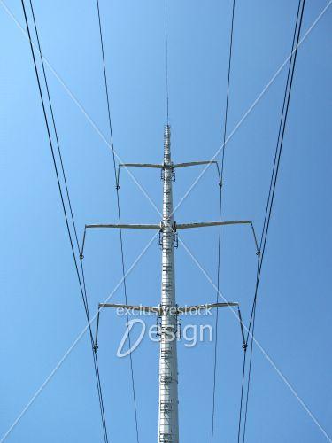 Poteau électrique supportant lignes haute tension